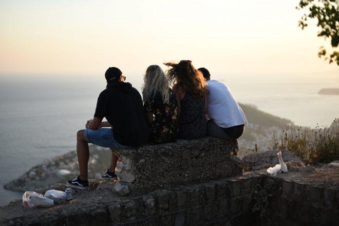 Amizade é uma forma de amar, amigos são tesouros