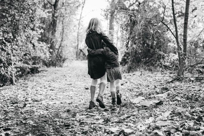 Uma irmã é mais que uma amiga, é a metade do nosso coração