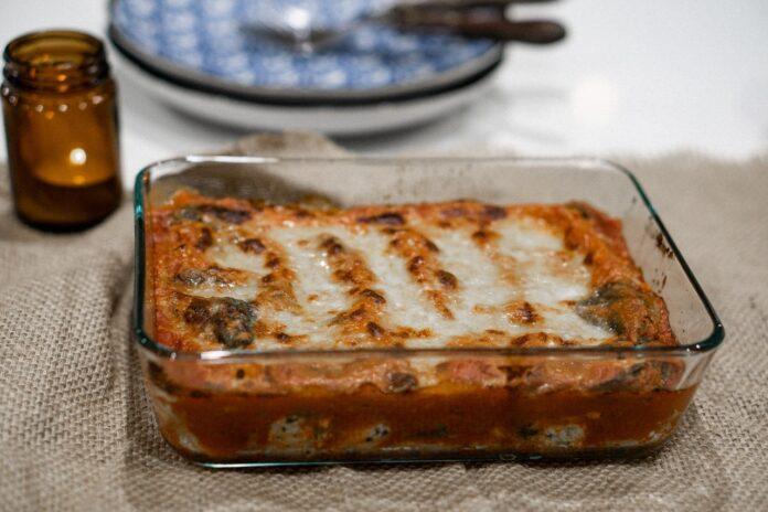 Receita de lasanha à bolonhesa com molho branco, fica uma delícia