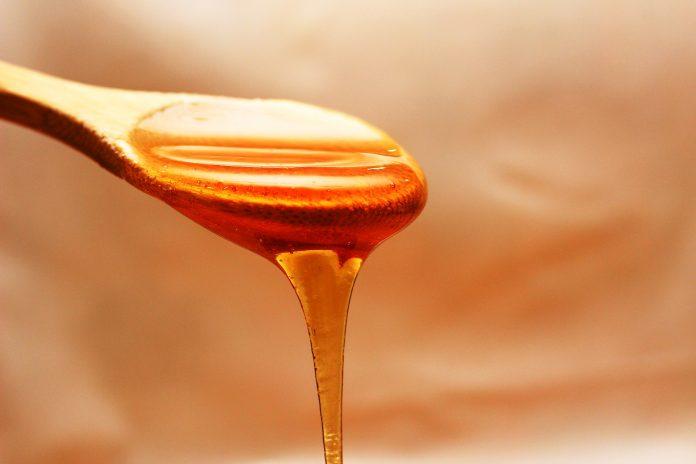 Banho de alecrim com mel para atrair amor e prosperidade