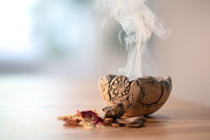 Banho de louro e alecrim para limpar energias negativas e recarregar o corpo