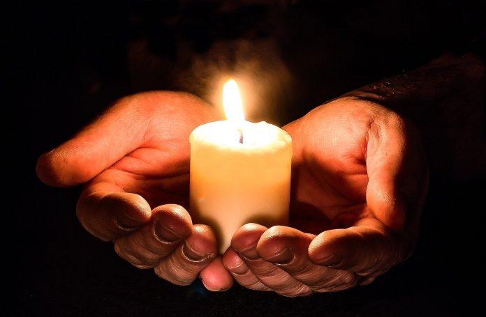 Oração da noitepor proteção, a força divina está sempre disponível para auxiliar-nos