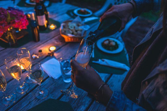 Pessoas do signo Câncer adoram uma boa jantarada junto da família e amigos
