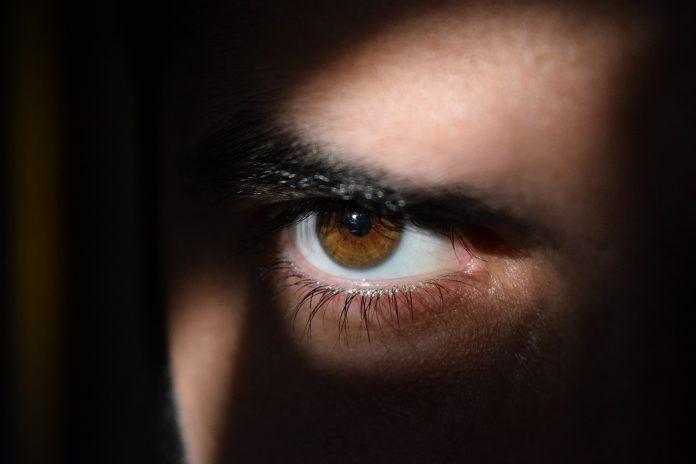Pessoas do signo Capricórnio são teimosas e mudam de assunto quando a conversa não lhes interessa