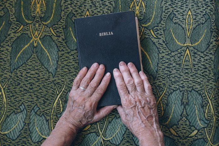 Descubra qual o seu versículo bíblico de acordo com seu mês de nascimento
